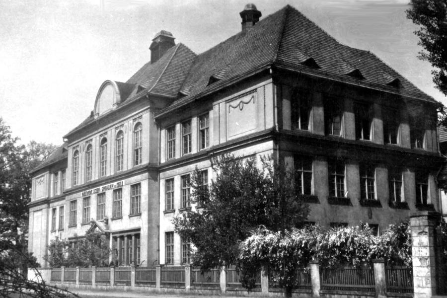 widok szkoły w 1949