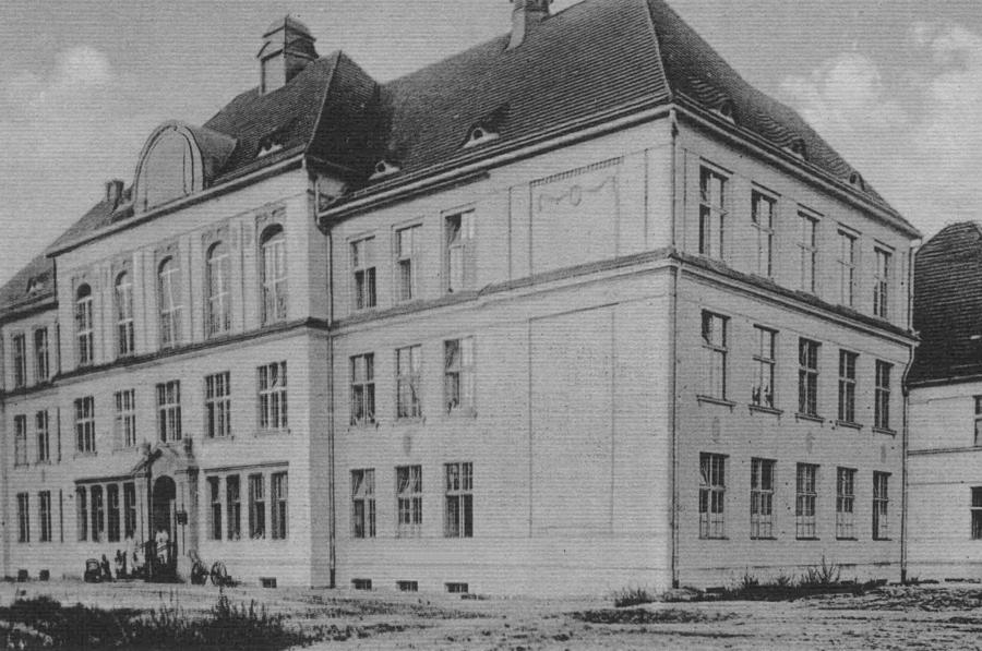 widok szkoły w 1920