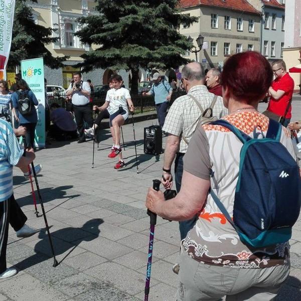 Wolontariusze I LO wyruszają na Dębową z Seniorami