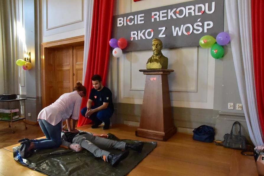Bicie rekordu w RKO z WOŚP w I LO w Kędzierzynie-Koźlu, 16.10.2017