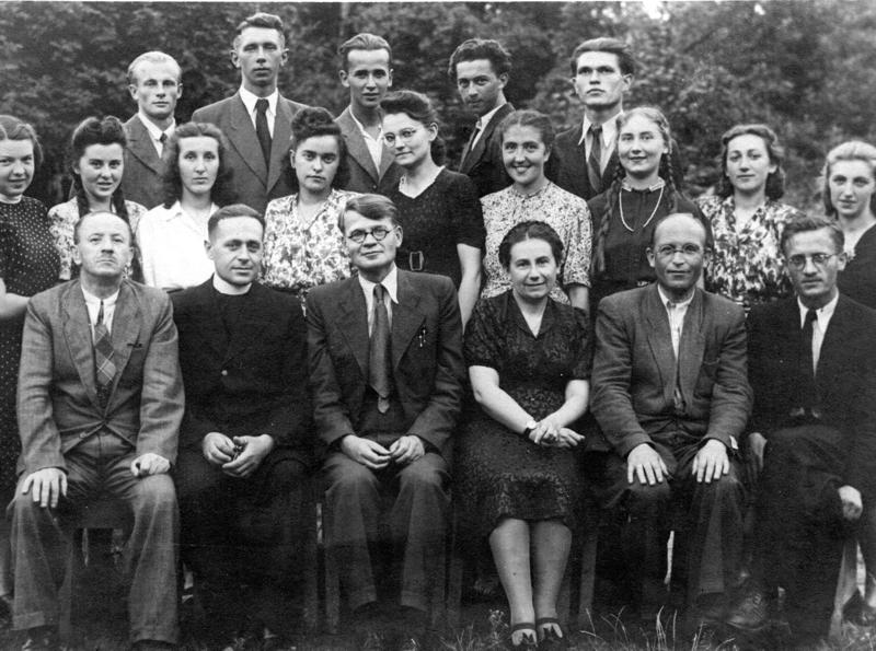 1945 r. Uczniowie i nauczyciele