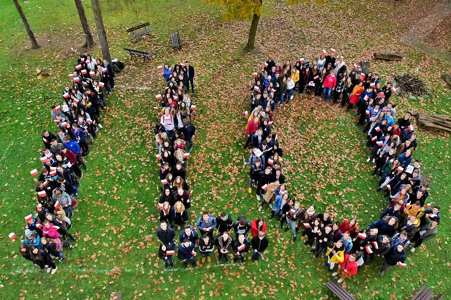 I LO dla Niepodległej – zbiorowe zdjęcie Społeczności I LO