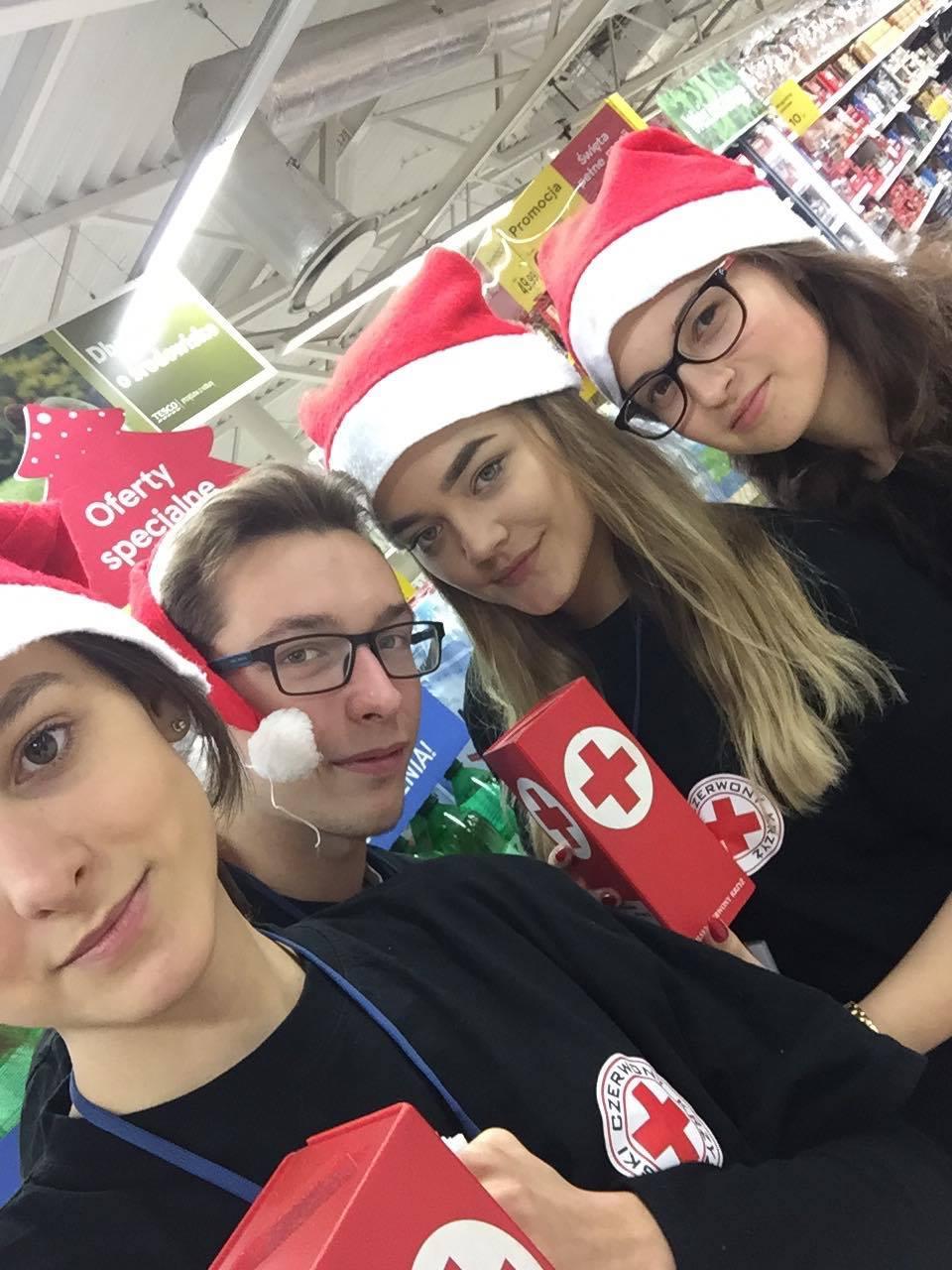 Uczniowie I LO kwestowali przed Gwiazdką w TESCO – 8 grudnia 2018 r.