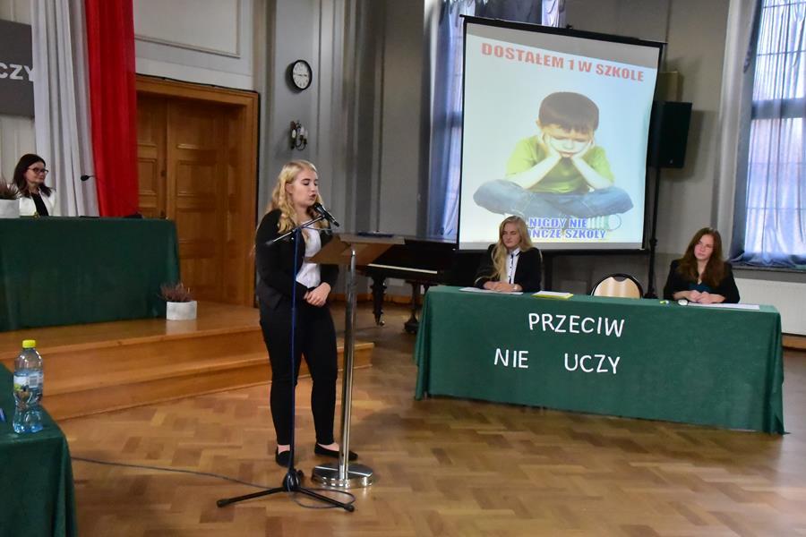 """Seminarium SSIRO w I LO: Debata oksfordzka """"Szkoła (nie) uczy"""""""