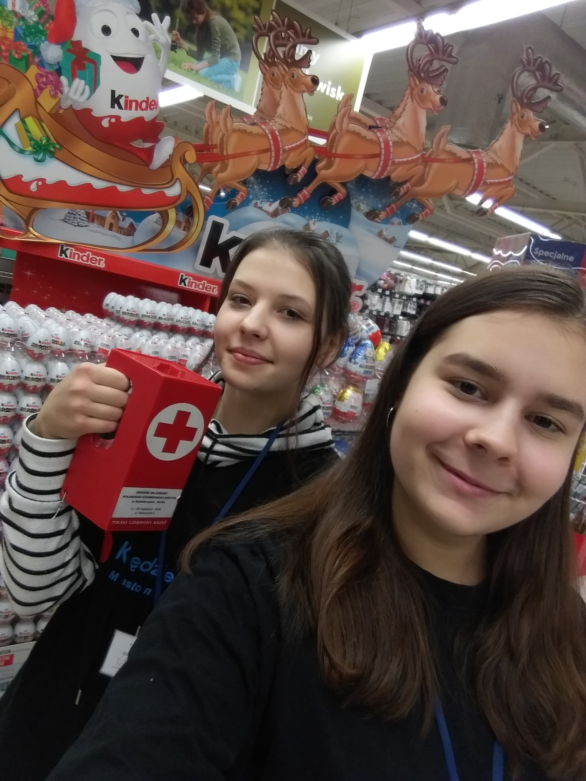 "Kwesta wolontariuszek PCK I LO w ""TESCO"""