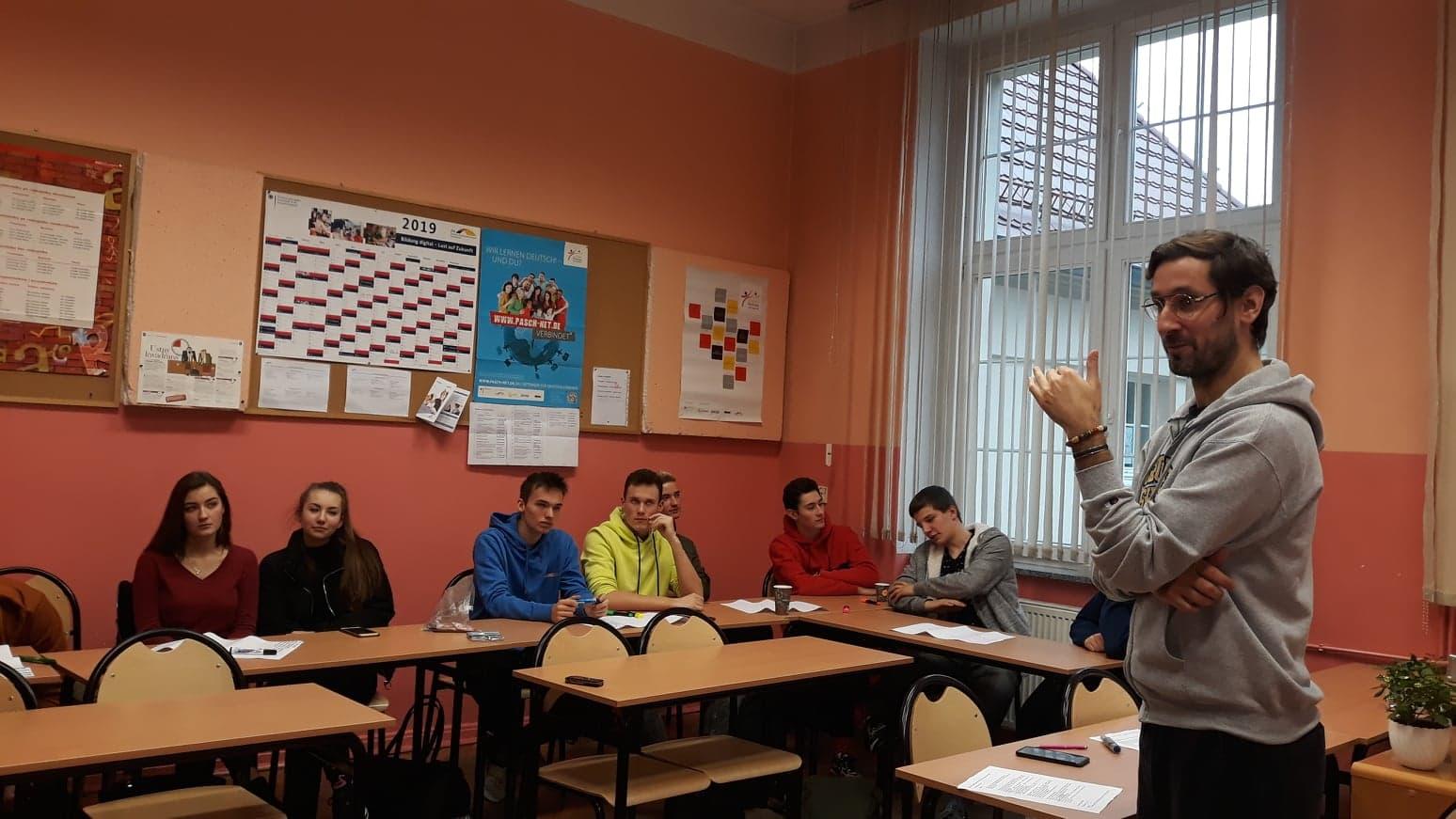 """Spotkanie w ramach projektu badawczego pn. """"Zachowania problemowe młodzieży"""" w I LO, 09.12.19"""