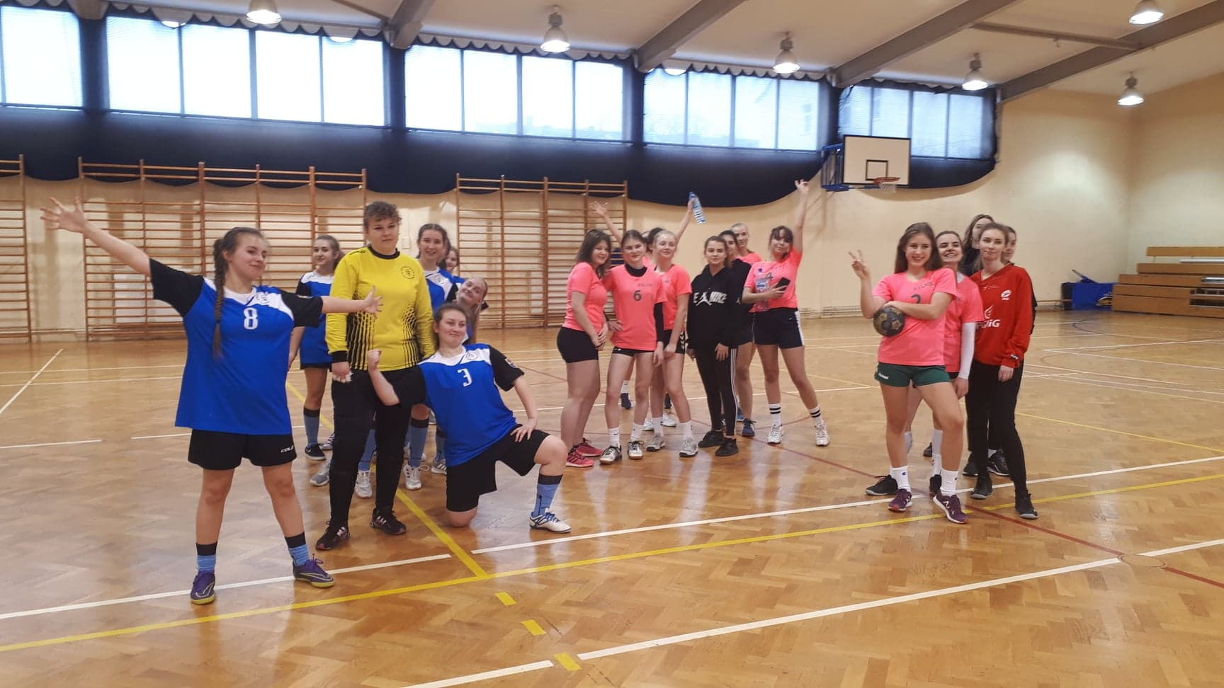 III miejsce w Półfinale Mistrzostw Województwa dla piłkarek ręcznych I LO!