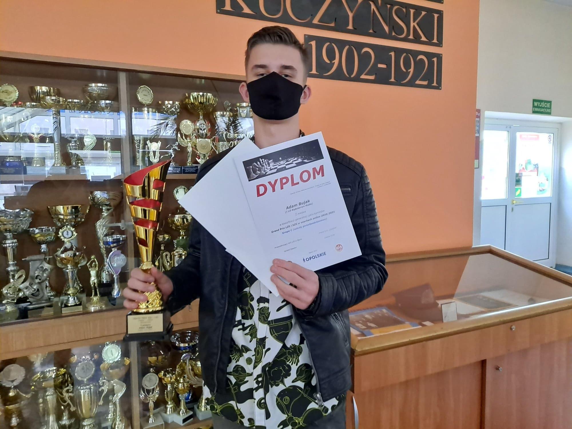 Kolejny sukces Adama Bujaka z kl.1c – 1. miejsce w szachach!