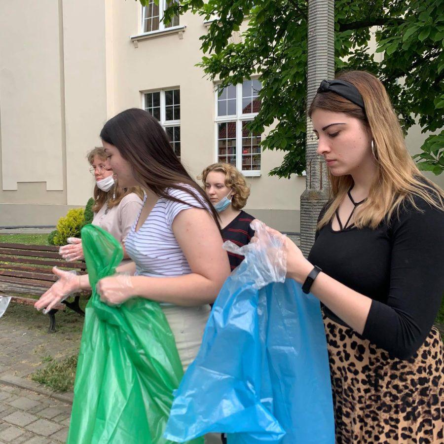 Ekobohaterzy z I LO w akcji na ulicach Kędzierzyna-Koźla